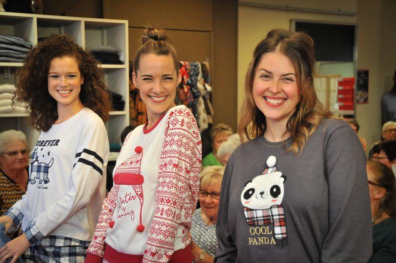 Mannequins en pijama au défilé Boutique Anne Francq à Binche
